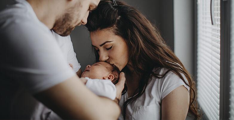 Alimentation, soins et développement du bébé par étapes
